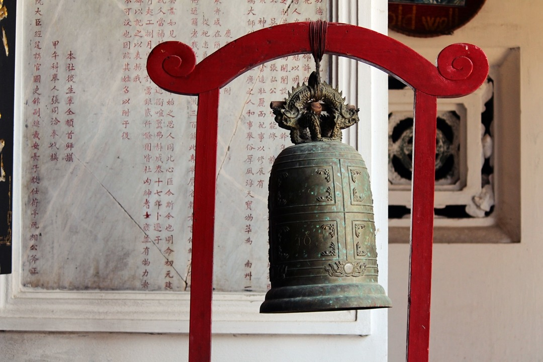 Hoi An chinese temple bell