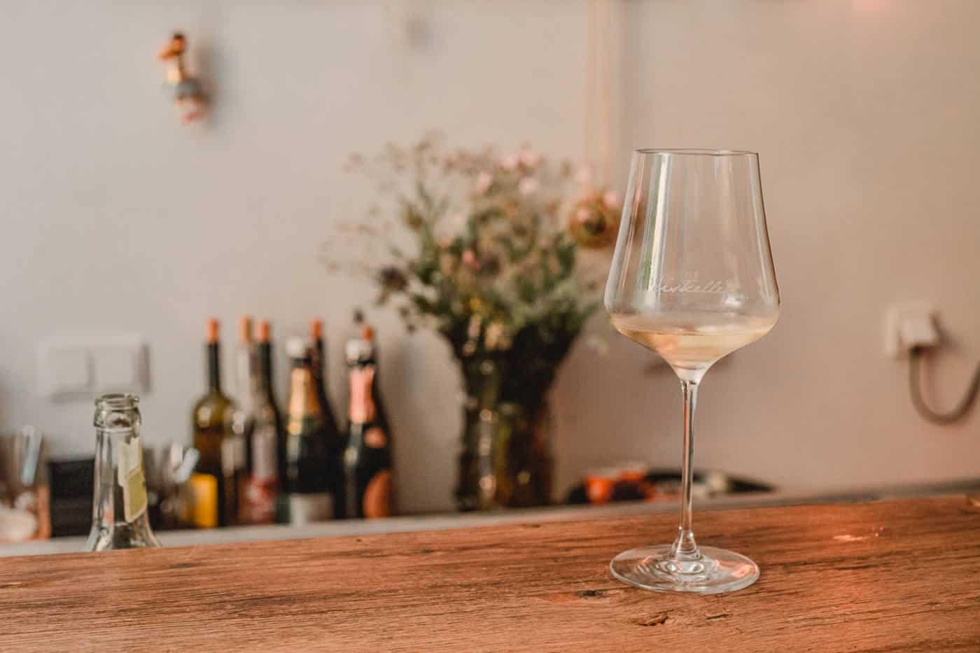 dusseldorf wine tasting at eiskeller weinbar wine bar