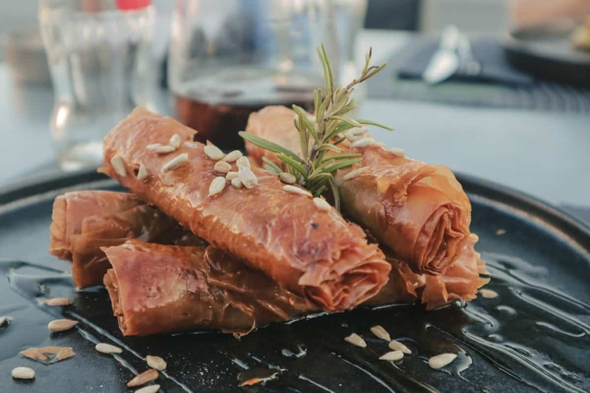 Flogeres Greek food in Syros island