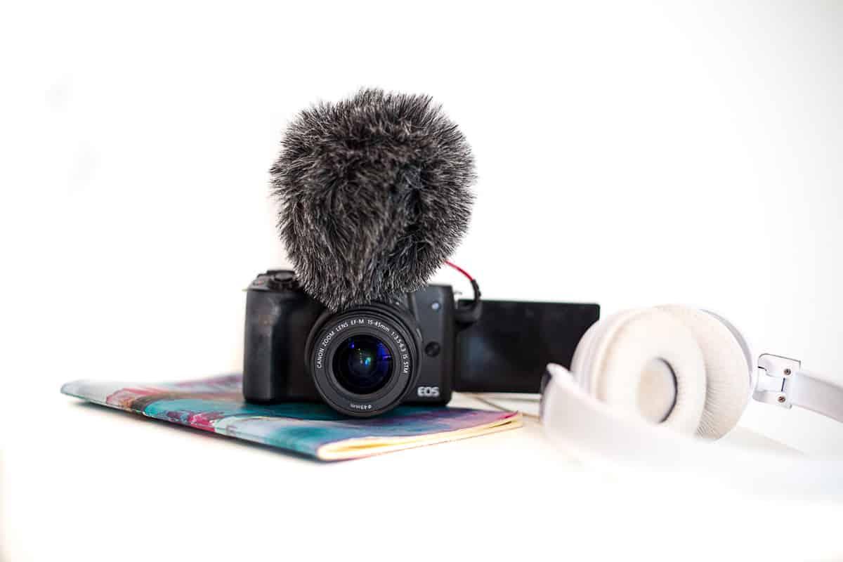 canon m50 cheap vlogging camera with flip screen