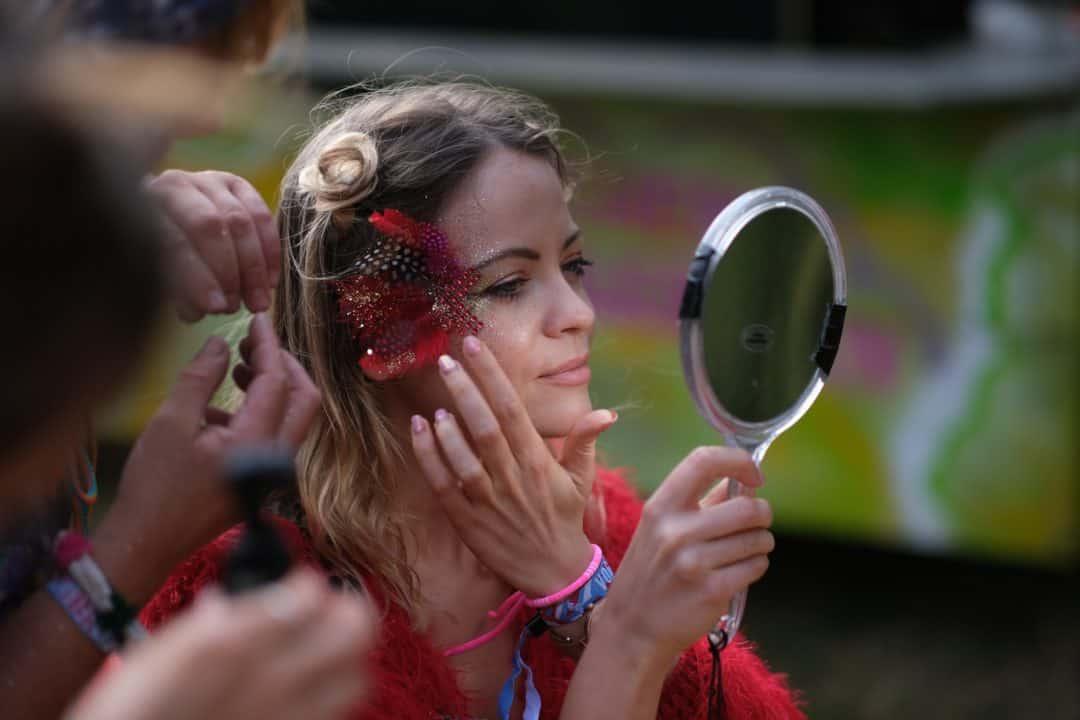 Glitter and makeup at Vogelball Hamburg festival